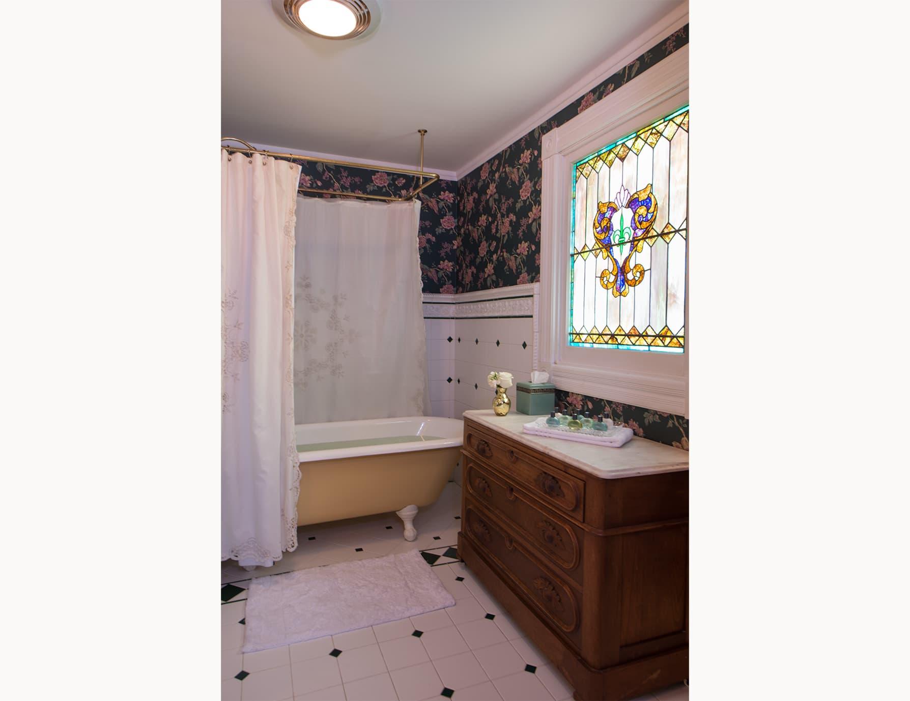 Inn on Roanoke Island Clawfoot Tub and Cabinet