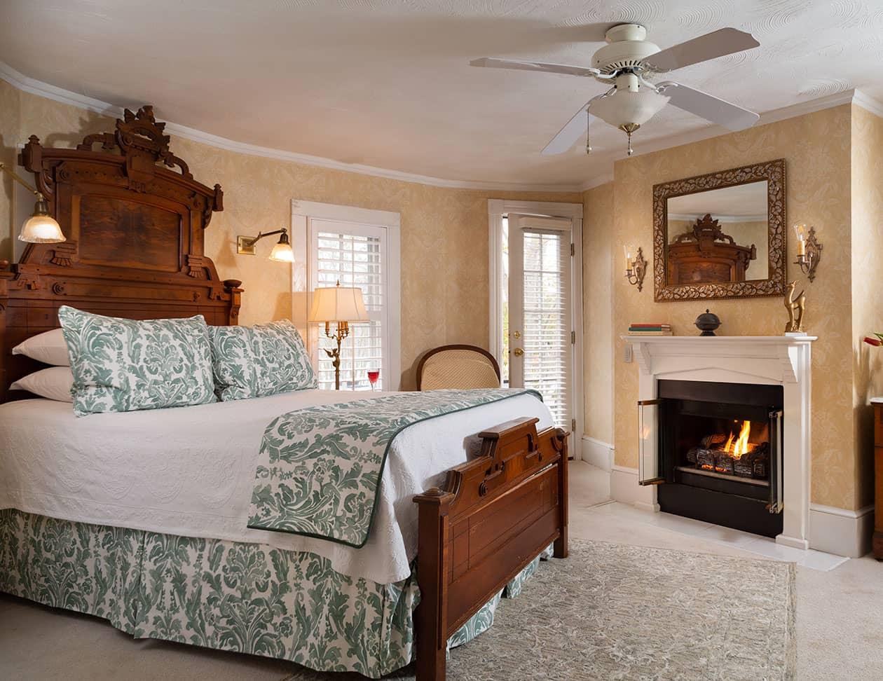 Roanoke Island Bed and Breakfast Queen Bed in Yellow Room