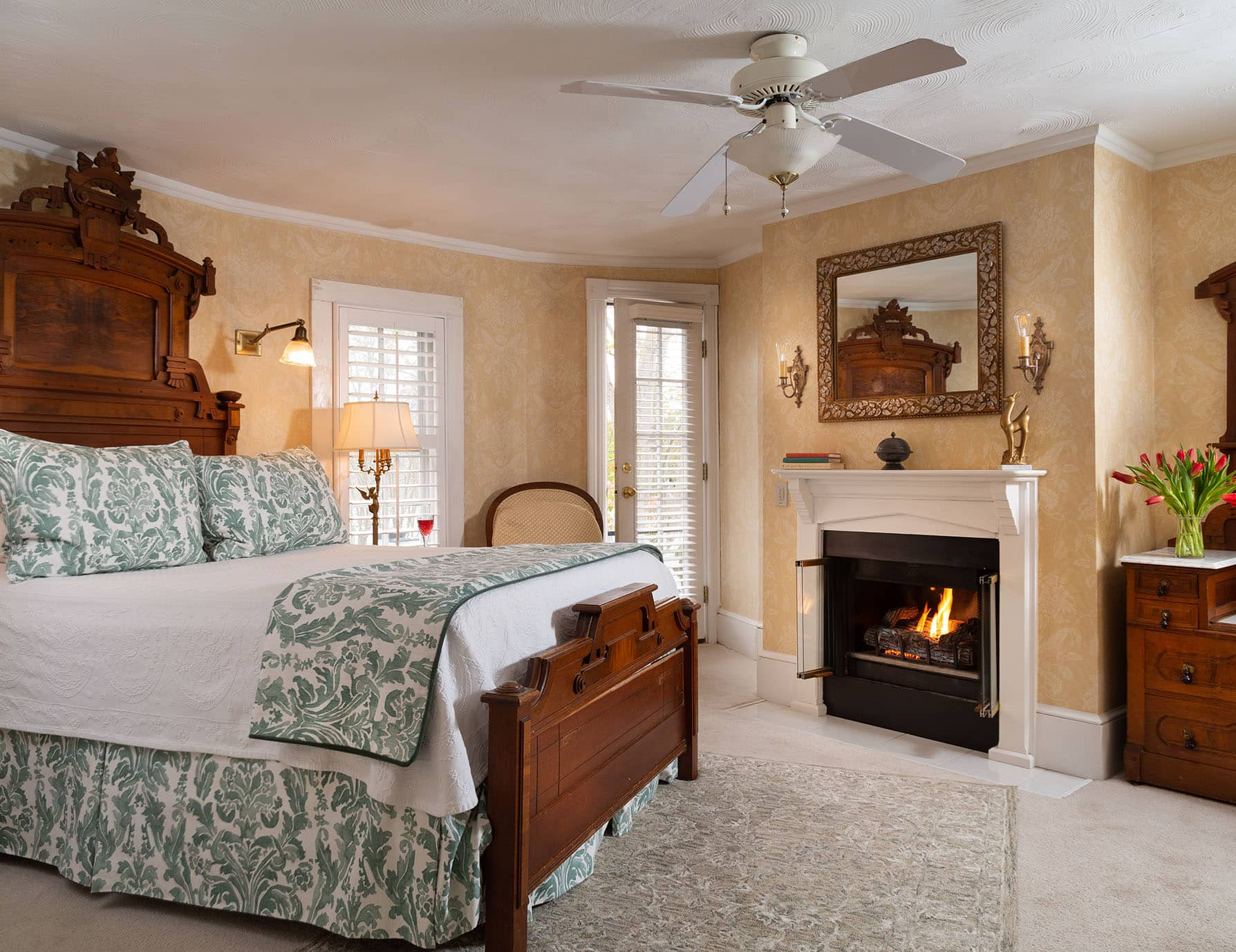 Roanoke Island Bed and Breakfast Spacious Queen Room with Fireplace