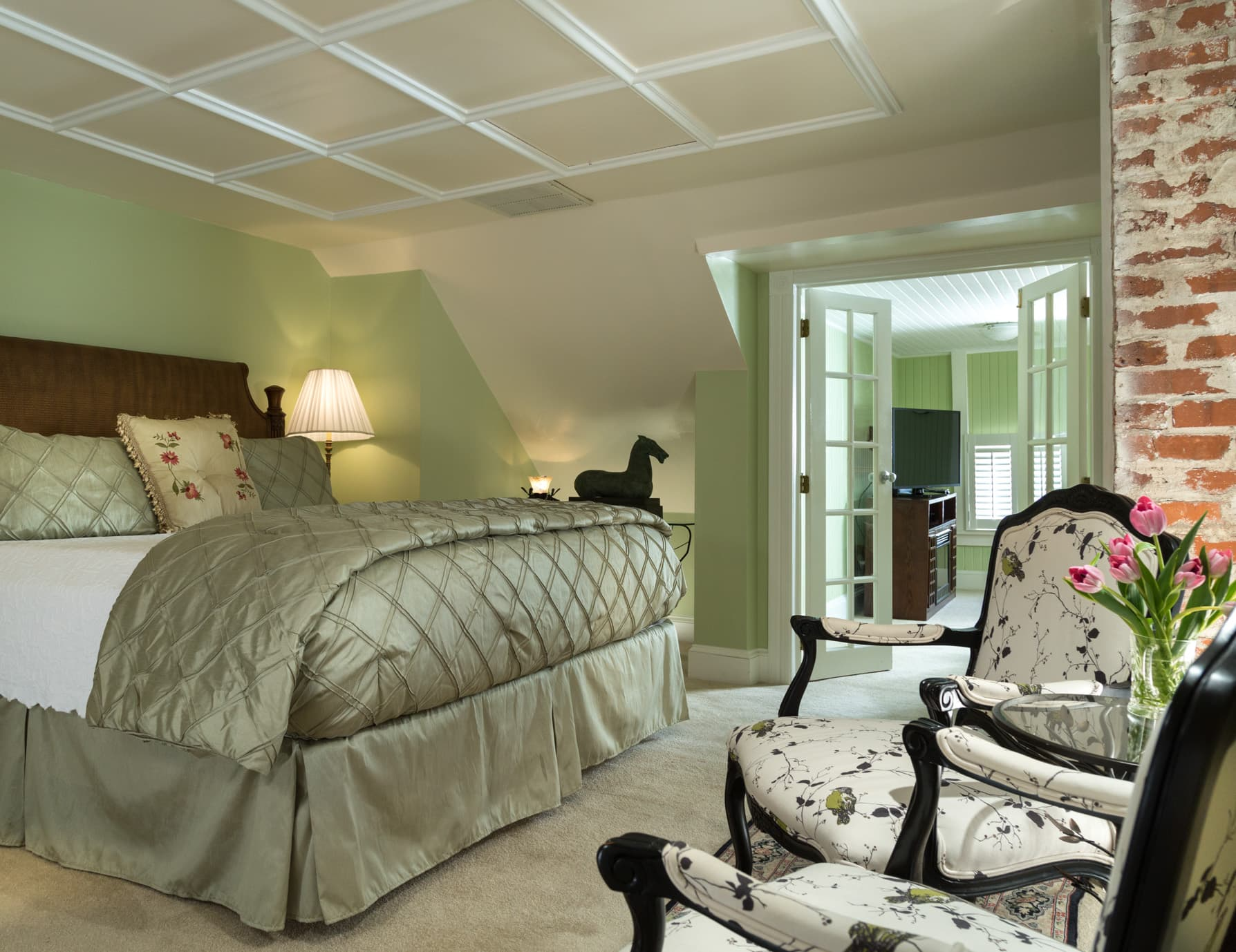 Spacious Green King Suite at Our Manteo, NC Bed and Breakfast