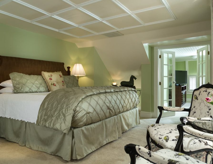 Manteo, NC Lodging with Spacious King Suite