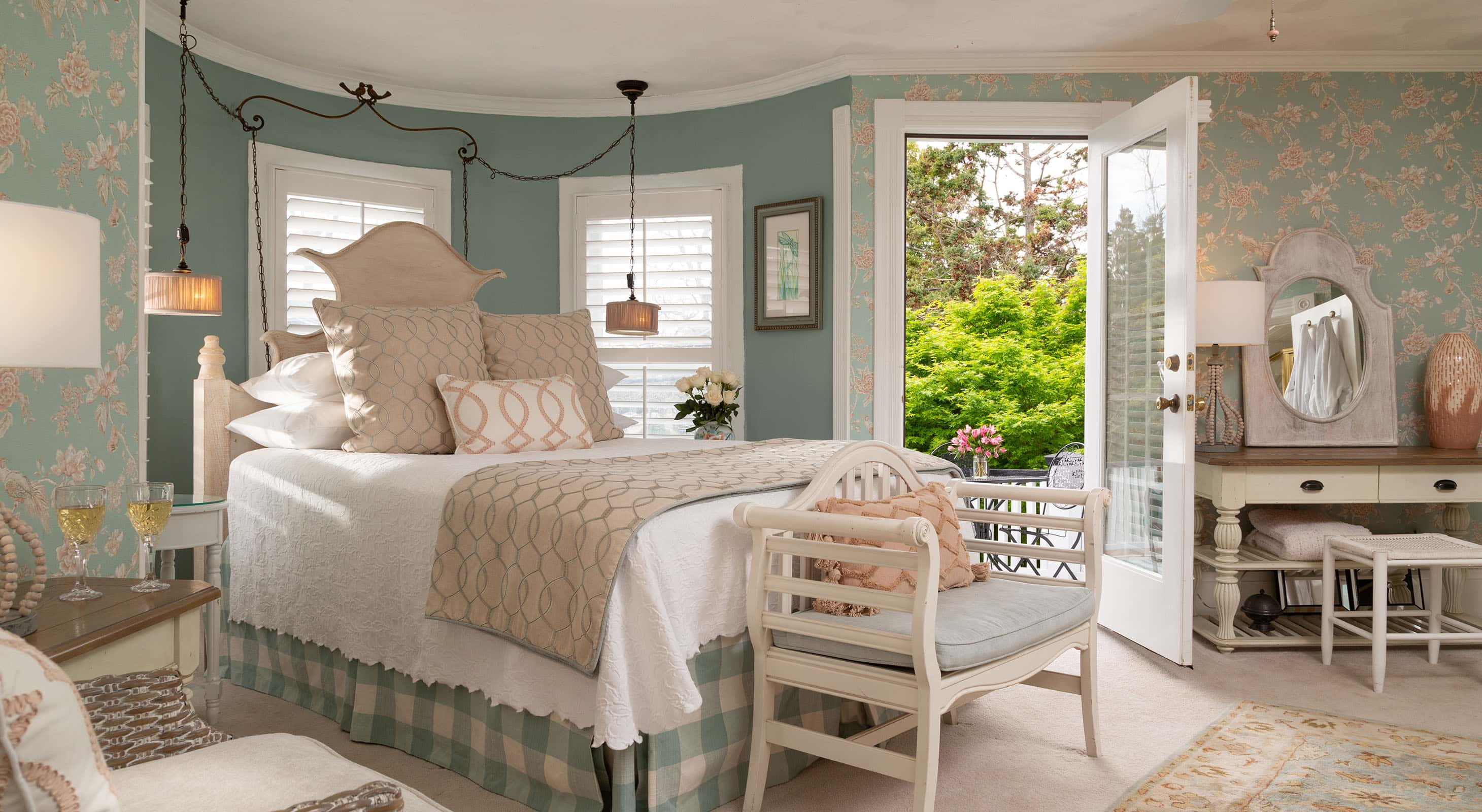 Spacious Queen Room with Private Balcony at Our Inn in Manteo NC