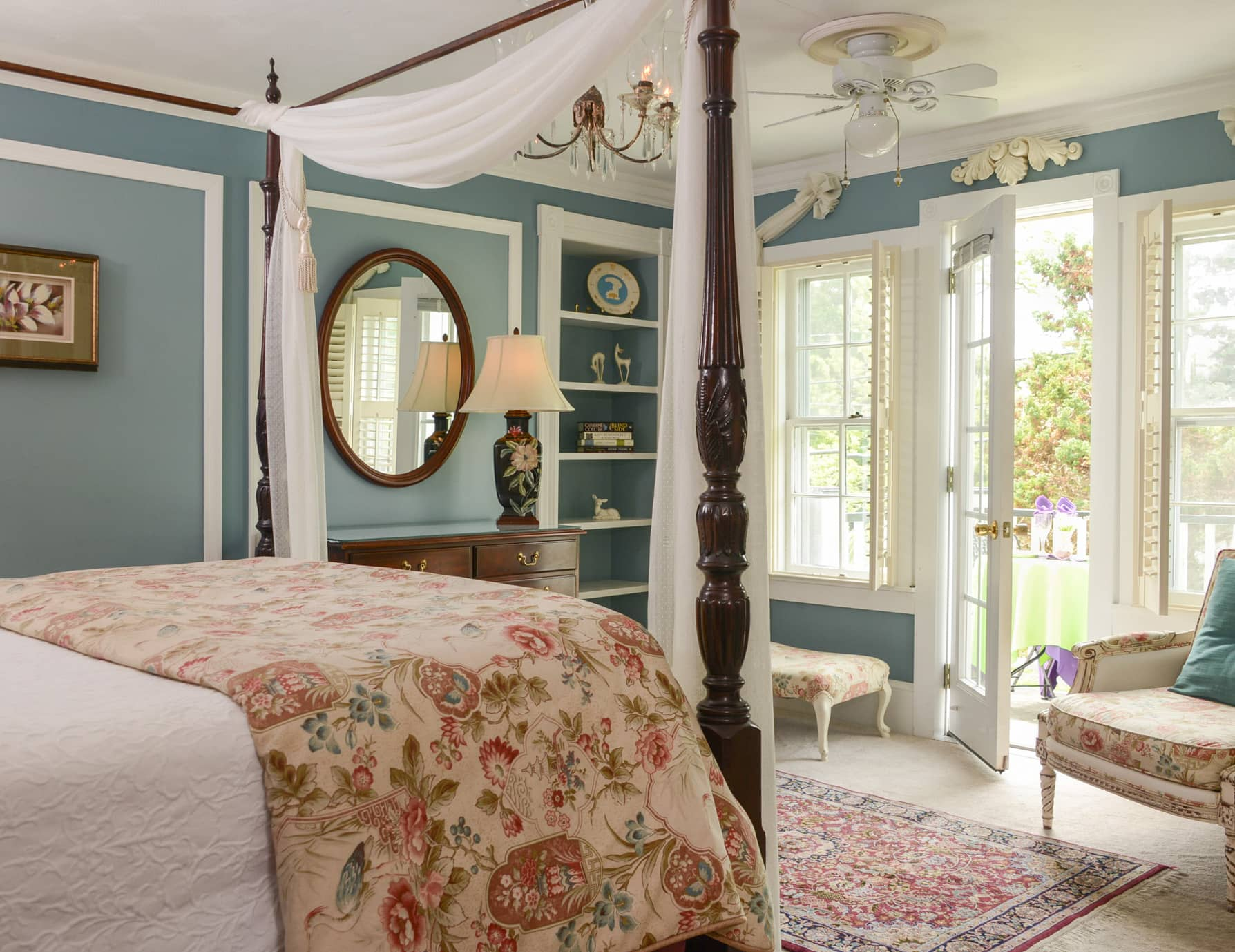 Roanoke Island B&B Queen Room with Private Patio