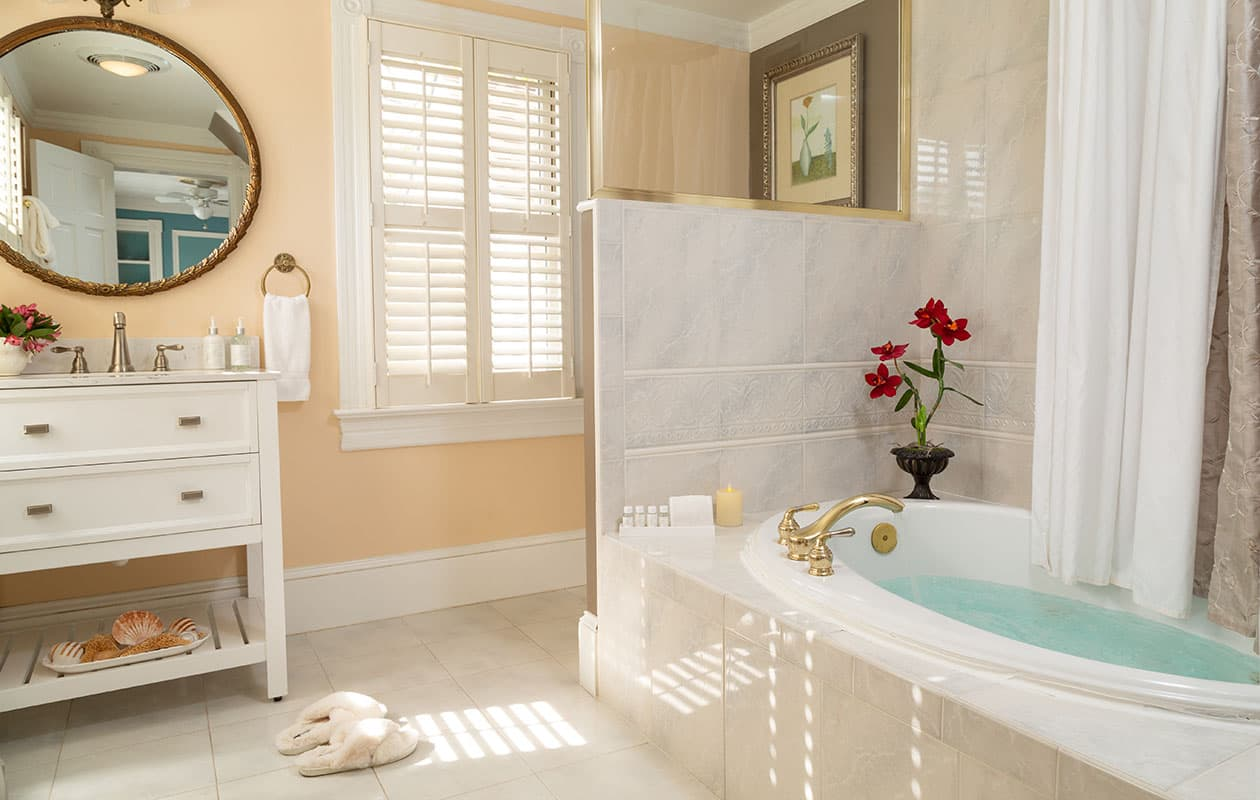 Luxurious Jetted Tub in Our Roanoke Island B&B Guest Room