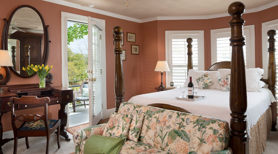 Guest room with private patio at our Manteo Inn